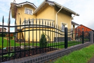 Kovane ograje hiš