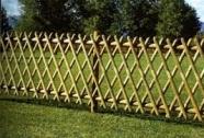 Križna lesena ograja