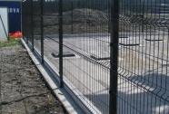 Panelna ograja ob robniku