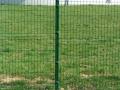 Panelna ograja z okroglimi stebri zelena